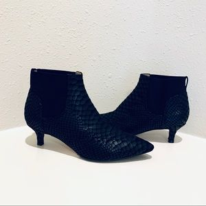 Naturalizer Snake Fabric Ankle Booties/Sz6/NWT